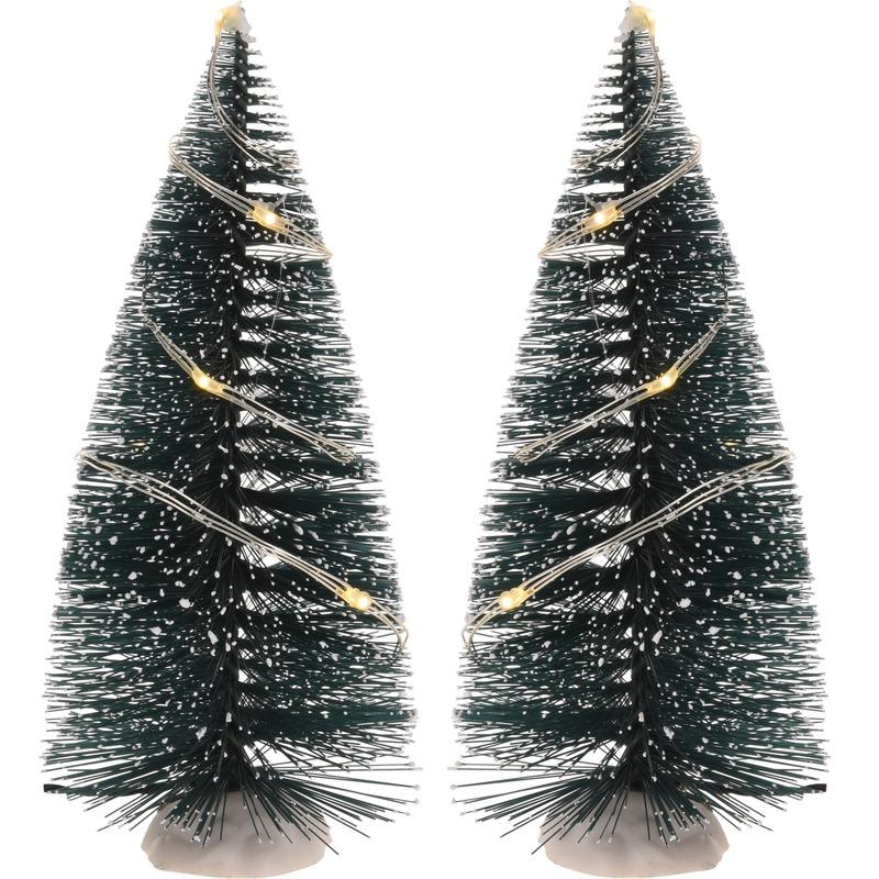 Kerstdorp maken 2x bomen 15 cm met LED lampjes