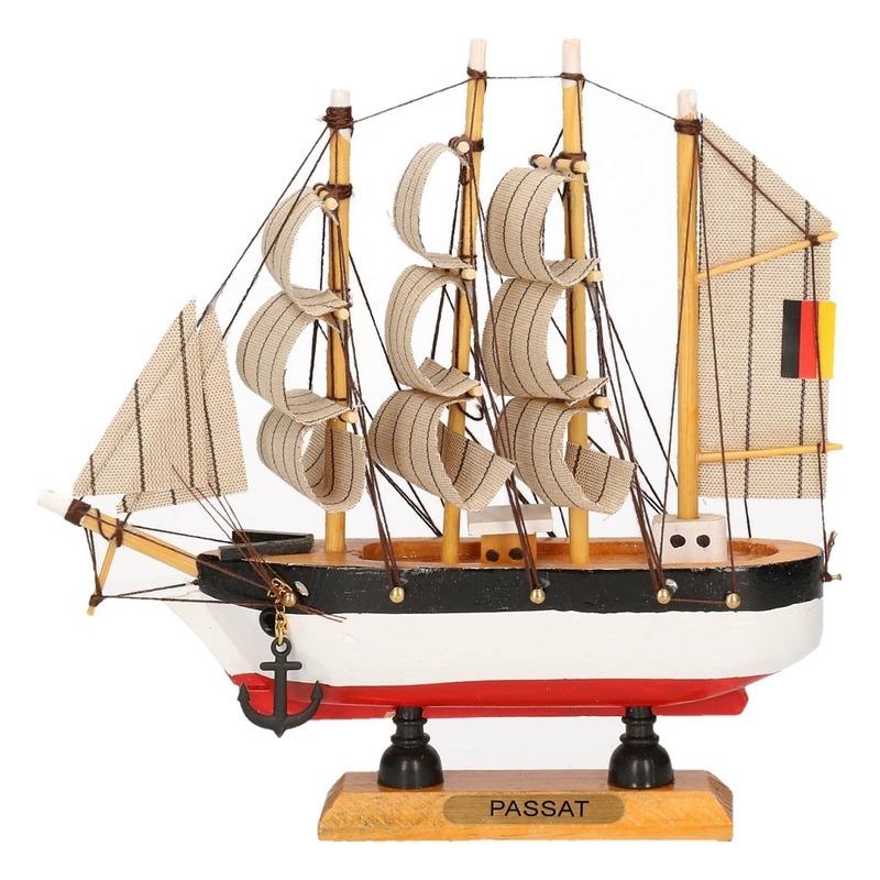 Miniatuur replica Passat 16 cm