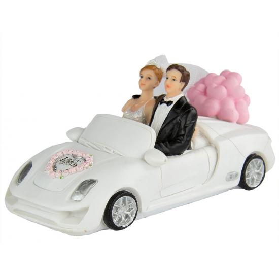 Trouw figuurtje bruidspaar in witte auto 14 cm
