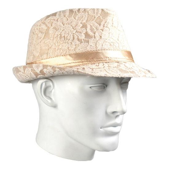 Zalmkleurige trilby hoed met kant motief